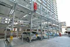 駐車場の様子。(2015-12-09,共用部,GARAGE,1F)