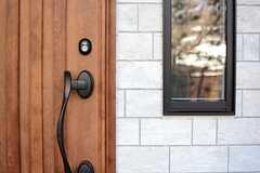 玄関ドアの様子。(2015-01-20,周辺環境,ENTRANCE,1F)