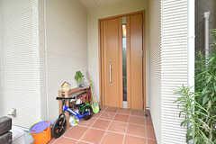 玄関の様子。(2016-07-03,周辺環境,ENTRANCE,1F)