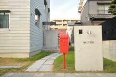 赤いポスト。(2015-12-09,周辺環境,ENTRANCE,1F)