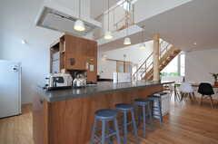 アイランド・キッチンです。カウンター・テーブルもあります。(2013-07-19,共用部,LIVINGROOM,1F)