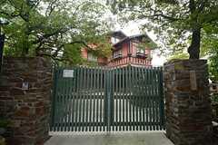 敷地内にはある由緒ある揚輝荘は、見学が可能です。(2014-09-08,共用部,ENVIRONMENT,1F)