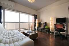 リビングの様子2。掃き出し窓からベランダに出られます。(2012-03-27,共用部,LIVINGROOM,14F)