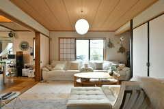 リビングの様子。ゆったり座れるソファが置かれています。(2017-02-06,共用部,LIVINGROOM,1F)