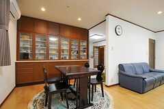 ダイニング全体の様子。ソファの裏手がキッチンです。(2012-12-09,共用部,LIVINGROOM,1F)
