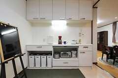 キッチン家電とゴミ箱の様子。(2012-12-09,共用部,KITCHEN,1F)