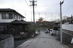 シェアハウスは坂道に面しています。(2012-12-09,共用部,ENVIRONMENT,1F)