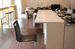 キッチンはカウンターも設けられています。(2014-03-19,共用部,KITCHEN,1F)