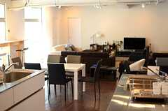 キッチンから見たラウンジの様子。(2014-03-19,共用部,LIVINGROOM,1F)