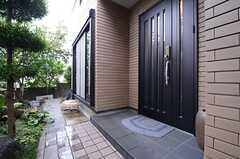正面玄関の様子。(2015-07-22,周辺環境,ENTRANCE,1F)
