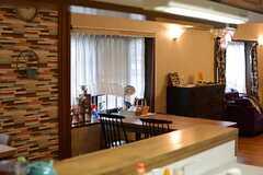 キッチンから見たリビングの様子。(2015-07-22,共用部,KITCHEN,1F)