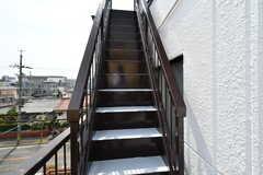 ベランダには屋上へ上がる階段の様子。(2017-04-05,共用部,OTHER,3F)