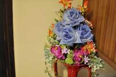 玄関脇の造花は光触媒。空気清浄機能があります。(2013-04-18,周辺環境,ENTRANCE,3F)