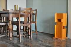 テーブルはロンドンのアンティークものだそう。(403号室)(2013-04-18,専有部,ROOM,4F)