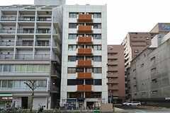 マンションの外観。3フロアにシェアハウスがあります。(2014-12-24,共用部,OUTLOOK,1F)