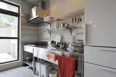 シェアハウスのキッチンの様子。(2011-08-09,共用部,KITCHEN,1F)