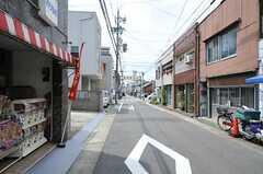 徒歩10分程にある雁道商店街の様子。雰囲気の良いおもちゃ屋さんもあります。(2011-08-09,共用部,ENVIRONMENT,1F)