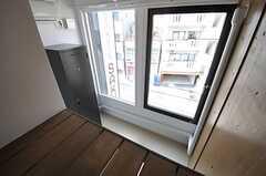 ロフトから下を見下ろすとこんな感じ。(203号室)(2012-08-17,専有部,ROOM,3F)