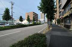 シェアハウスから名古屋市営地下鉄桜通線・桜山駅へ向かう道の様子。(2012-08-17,共用部,ENVIRONMENT,1F)