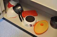 シンク下は調理器具が収納されています。(2012-10-26,共用部,KITCHEN,5F)