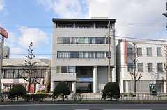シェアハウスの外観。1Fには運営事業者さんの店舗があります。(2012-12-09,共用部,OUTLOOK,1F)