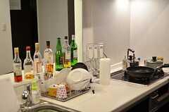 キッチンに立つと目の前の空間はラウンジ側へ抜けています。(2012-12-09,共用部,KITCHEN,3F)