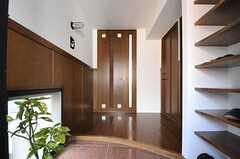 正面玄関から見た内部の様子。(2013-02-25,周辺環境,ENTRANCE,2F)