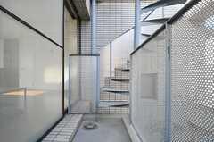 ベランダのらせん階段の様子。(2013-02-25,共用部,OTHER,2F)