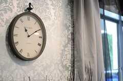 アンティーク風の壁時計は、懐中時計のよう。(2013-02-25,共用部,LIVINGROOM,1F)