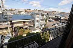建物の周辺は住宅街。見晴らしが良いです。(205号室)(2013-02-25,専有部,ROOM,2F)