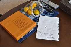 前入居者さんからの差し入れとコミュニケーションノート。(2012-02-03,共用部,LIVINGROOM,4F)