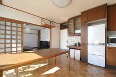 ダイニングの様子2。良く見ると、神棚があります。(2012-02-03,共用部,LIVINGROOM,4F)