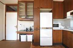 冷蔵庫はキッチンにぴったり納まっています。(2012-02-03,共用部,KITCHEN,4F)