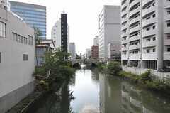 シェアハウス周辺の様子2。川が流れています。(2011-10-16,共用部,ENVIRONMENT,1F)