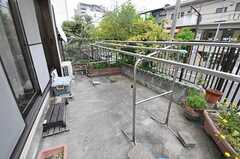 庭の様子。物干しができます。(2012-05-09,共用部,OTHER,1F)