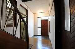 内部から見た玄関周りの様子。(2011-06-11,周辺環境,ENTRANCE,1F)