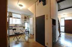シェアハウスのダイニング・キッチンの様子。(2011-06-11,共用部,KITCHEN,1F)