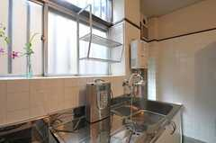 シンクの様子。浄水器もあります。(2011-06-11,共用部,KITCHEN,1F)