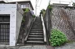 各線・八事駅からシェアハウスへ向かう階段の様子。(2011-06-11,共用部,ENVIRONMENT,1F)