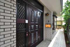 シェアハウスの玄関。(2017-07-11,周辺環境,ENTRANCE,1F)