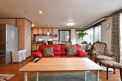 ソファ前のテーブル。天板は竹です。(2017-07-11,共用部,LIVINGROOM,2F)