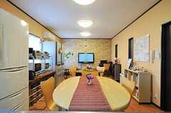 楕円形のダイニング・テーブルです。(2013-03-22,共用部,LIVINGROOM,1F)