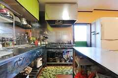 キッチンの様子2。(2013-03-22,共用部,KITCHEN,1F)