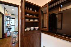 共用の食器棚の様子。(2017-10-17,共用部,KITCHEN,1F)