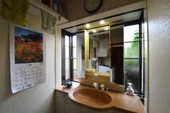 脱衣室には洗面台が設置されています。(2017-10-17,共用部,WASHSTAND,1F)