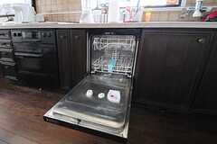 シンク下には食器洗浄器が設置されています。(2012-05-21,共用部,KITCHEN,2F)