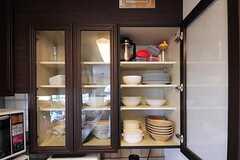 食器棚の様子。(2012-05-21,共用部,KITCHEN,2F)