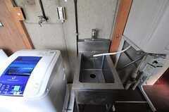 ランドリールームにはシンクの様子。手洗い洗濯など多目的に使用できそう。(2012-05-21,共用部,LAUNDRY,1F)