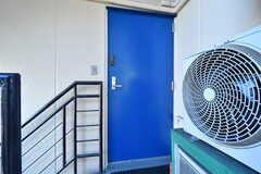 玄関ドアの様子。(2021-03-15,周辺環境,ENTRANCE,3F)
