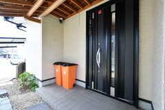 玄関ドアの様子。(2019-06-03,周辺環境,ENTRANCE,1F)